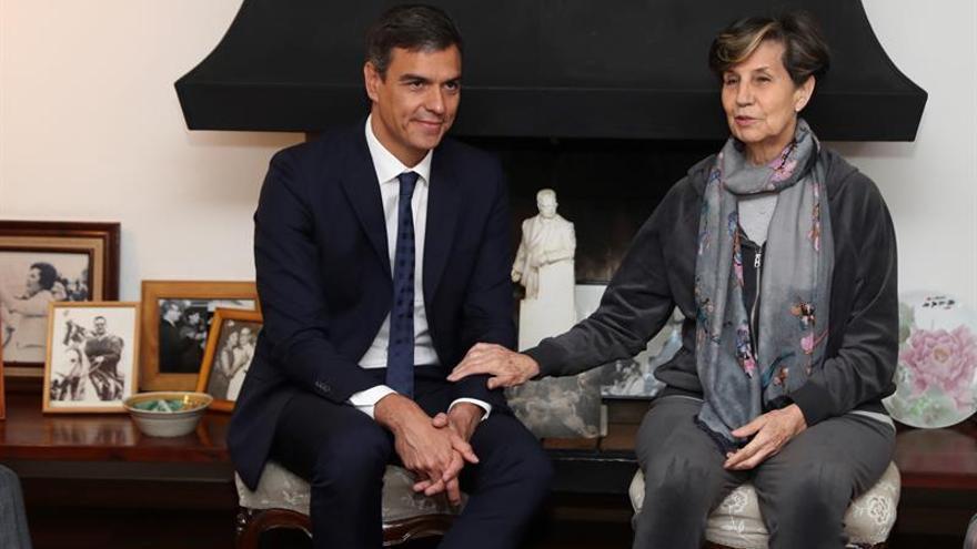 Pedro Sánchez en su reunión con Isabel Allende en Chile.
