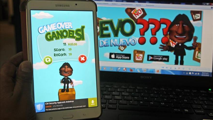 Evo Morales cuenta votos en el aire en un juego para móvil