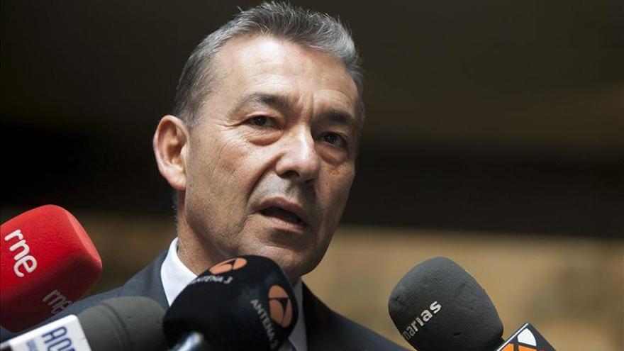 Canarias pide que Interior explique el traslado en camión de inmigrantes
