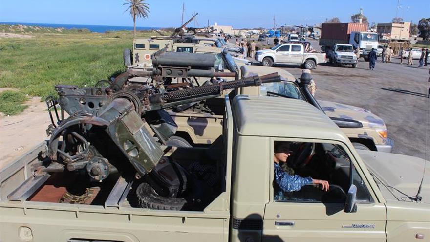 Al menos diez migrantes muertos en un ataque atribuido a Hafter en Trípoli