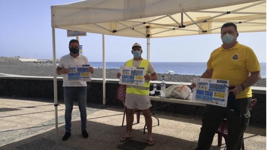 El Ayuntamiento de Tazacorte realiza una campaña de prevención en la reapertura de sus playas para el control de las medidas durante la pandemia   de la COVID-19.