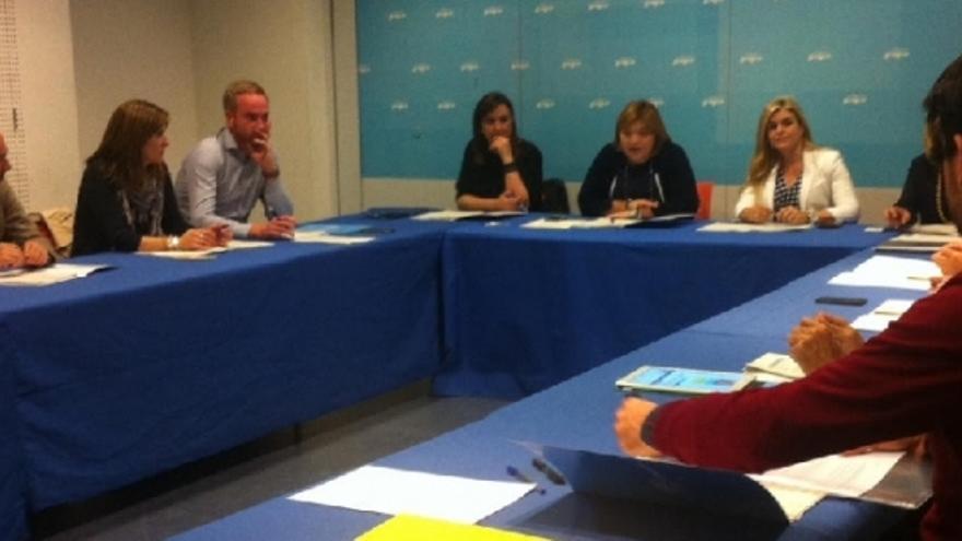 Imagen de la reunión de la comisión de educación del PP