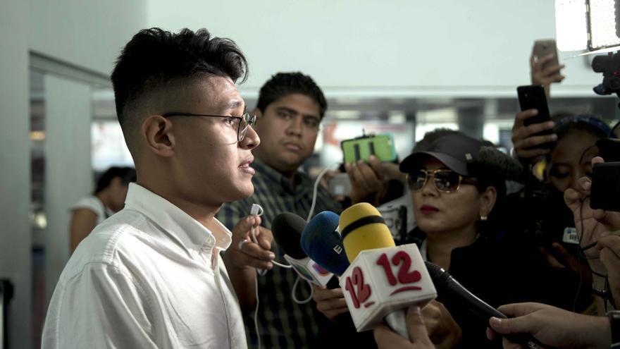 Denuncian intimidación y asedio a estudiante que encaró a Daniel Ortega