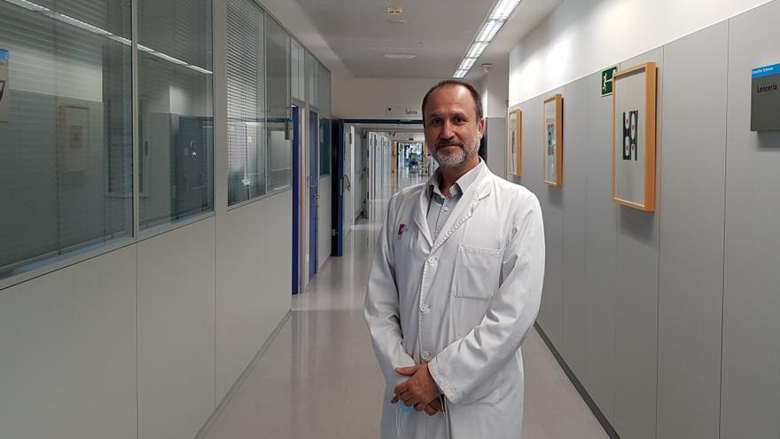 El doctor Fernando Rivera, jefe del servicio de Oncología de Valdecilla.