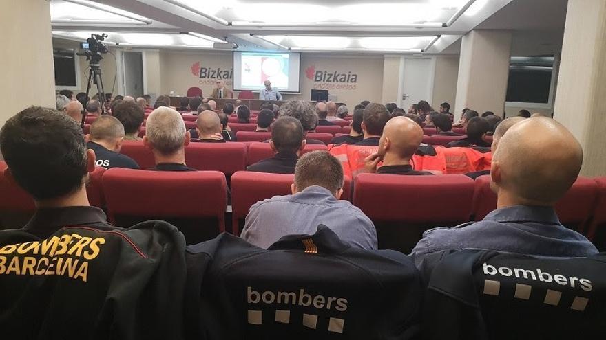 Cuerpos de bomberos de todo el Estado analizan en Bilbao los métodos de extinción de incendios en edificios