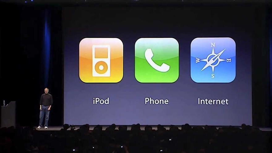 """El cofundador de Apple presentó en 2007 """"tres productos revolucionarios"""" en un mismo dispositivo"""