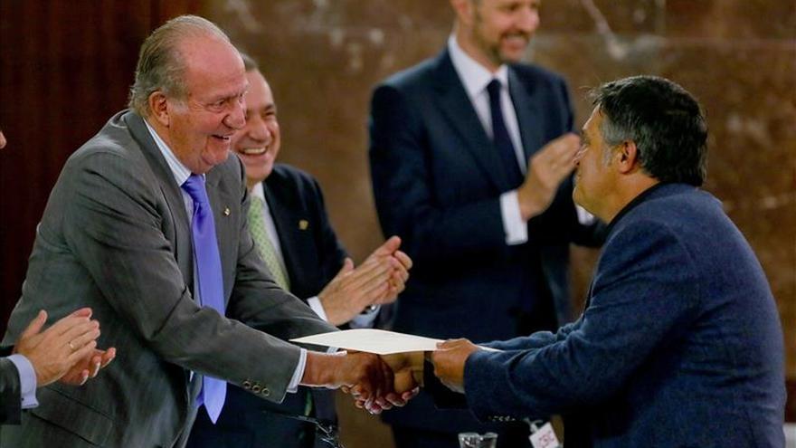 Don Juan Carlos entrega Premio Fondena a GREFA por su defensa de los animales