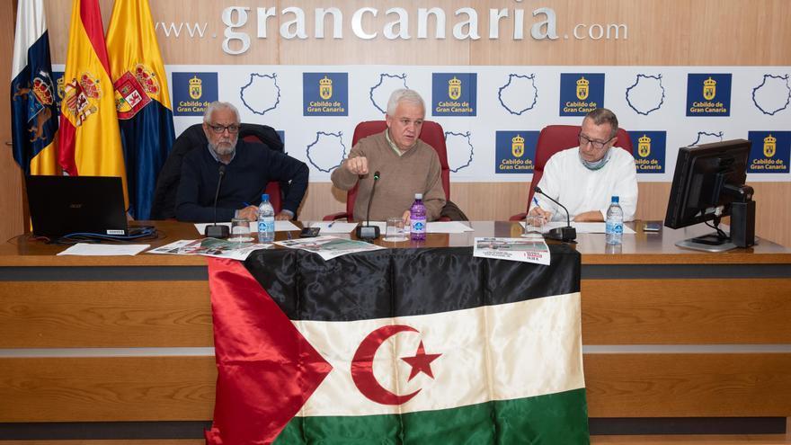El delegado del Frente Polisario en Canarias, Handi Mansur, el consejero de Solidaridad Internacional del Cabildo de Gran Canaria, Carmelo Ramírez.