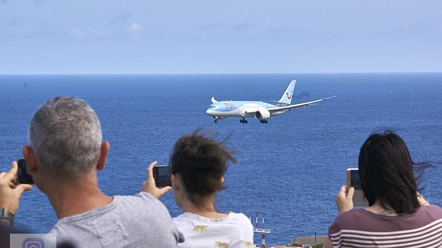 Maniobra de aproximación del Boeing 787-8 Dreamliner. Foto: JOSÉ F. AROZENA.
