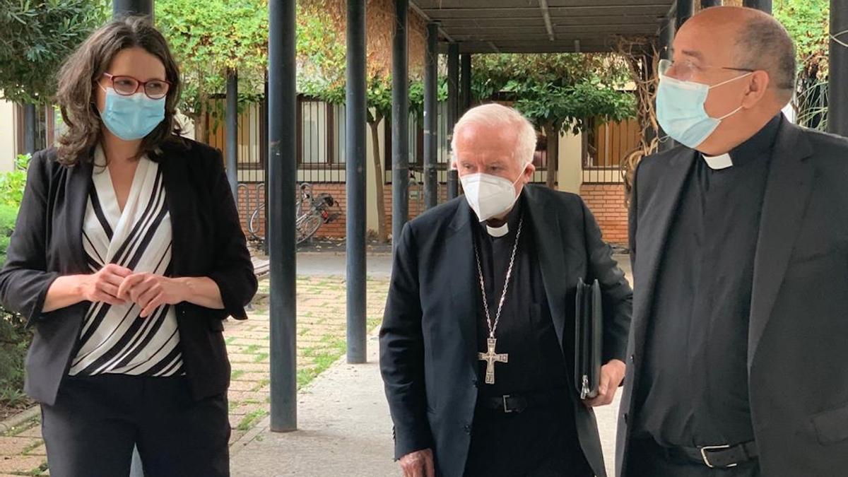 La vicepresidenta Mónica Oltra junto al cardenal Antonio Cañizares.