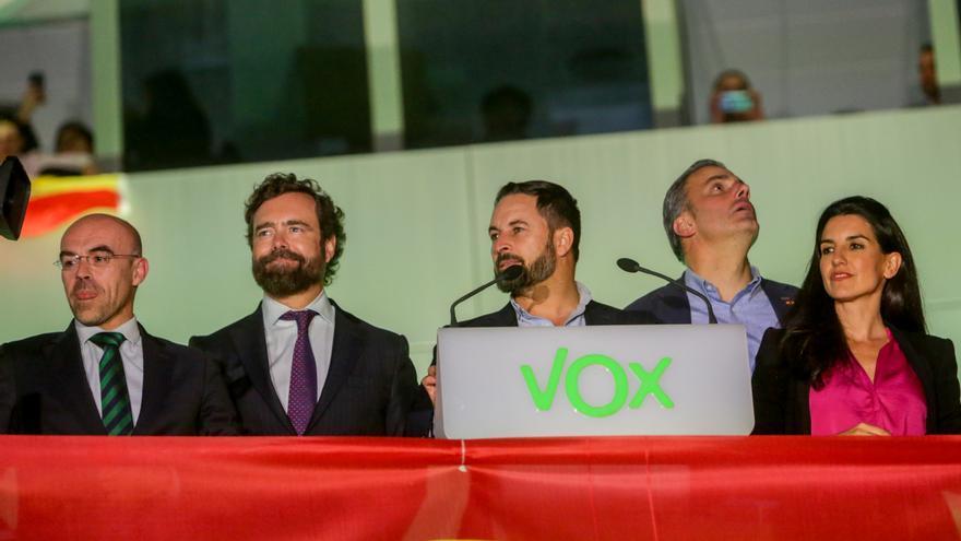Jorge Buxadé, Iván Espinosa de los Monteros, Santiago Abascal, Javier Ortega Smith y Rocío Monasterio, en la sede de Vox
