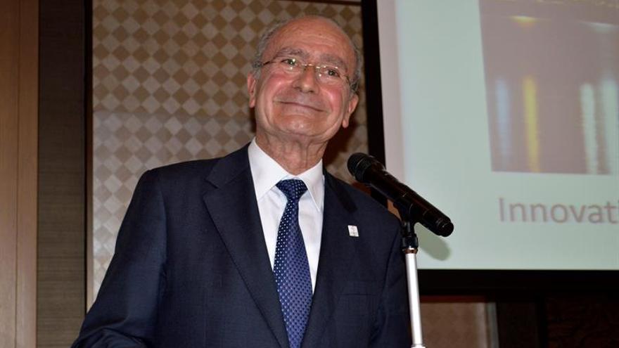 """El alcalde de Málaga condena """"demostración de xenofobia"""" en una caseta de la feria"""