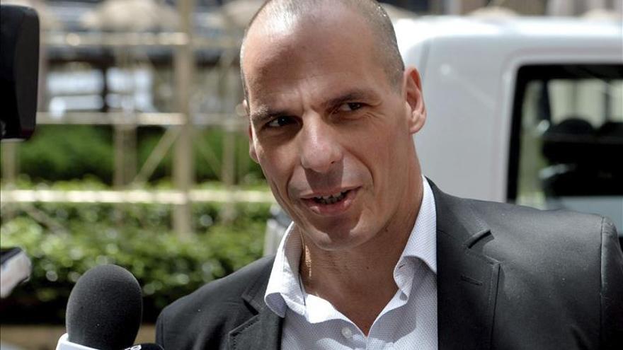 """Varufakis ve """"ridícula"""" la demanda de reformar las pensiones en Grecia"""