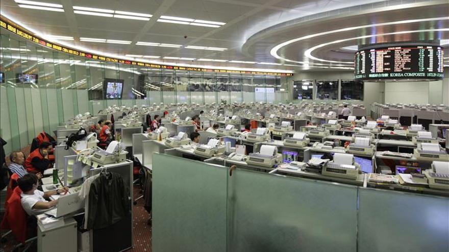 La Bolsa de Hong Kong gana un 0,1 % a media sesión