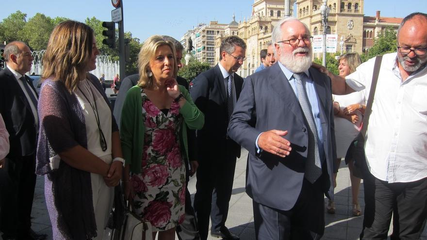 Cañete dice que sus colegas europeos no aciertan a entender que en España no se forme gobierno