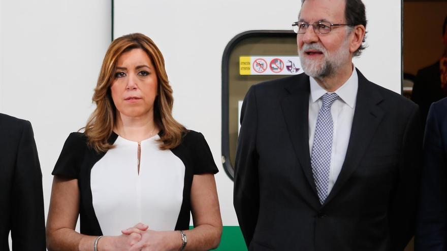 La presidenta de la Junta de Andalucía, Susana Díaz, junto al presidente del Gobierno, Mariano Rajoy, en Sevilla por el 25 aniversario del AVE