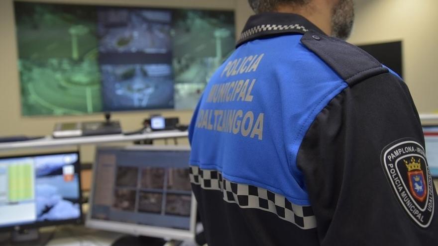 Policía Municipal localiza a un varón en un garaje comunitario haciendo un circuito de moto trial