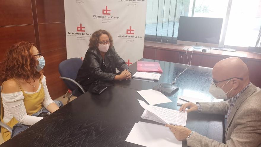 """Un barrio de Tenerife pide protección al Diputado del Común contra las agresiones de un vecino: """"Ha sembrado el terror"""""""