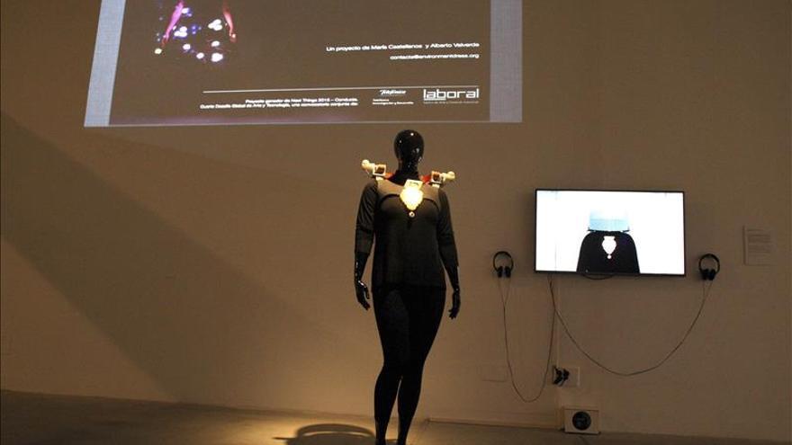 Un vestido inteligente permite al usuario anticipar sus estados de ánimo