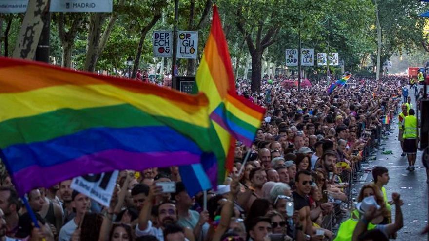 Madrid se tiñe de arcoíris y clama por la diversidad y los derechos LGTBI