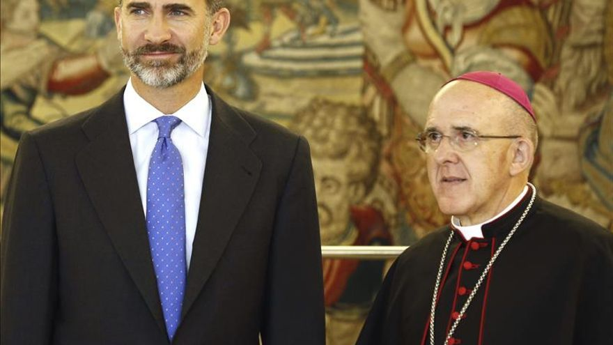 El Rey recibe en Zarzuela al nuevo arzobispo de Madrid, Carlos Osoro
