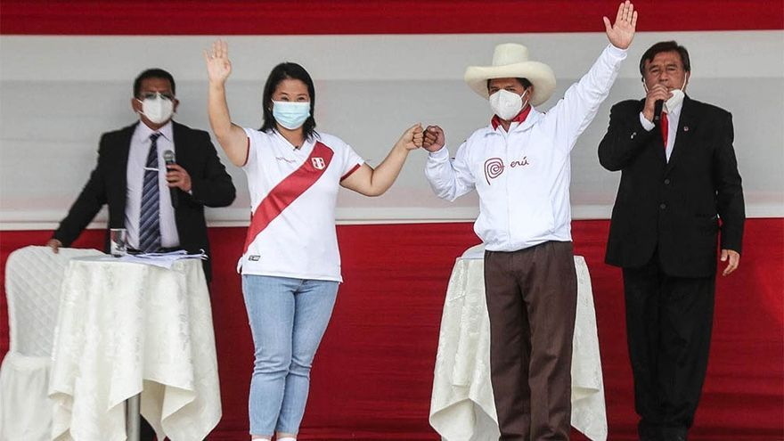 Cabeza descubierta de la costa y sombrero serrano, mano dura y puño cerrado, Keiko Fujimori y Pedro Castillo debatieron por tres horas sin dialogar ni una vez el domingo 30 de mayo en Arequipa.