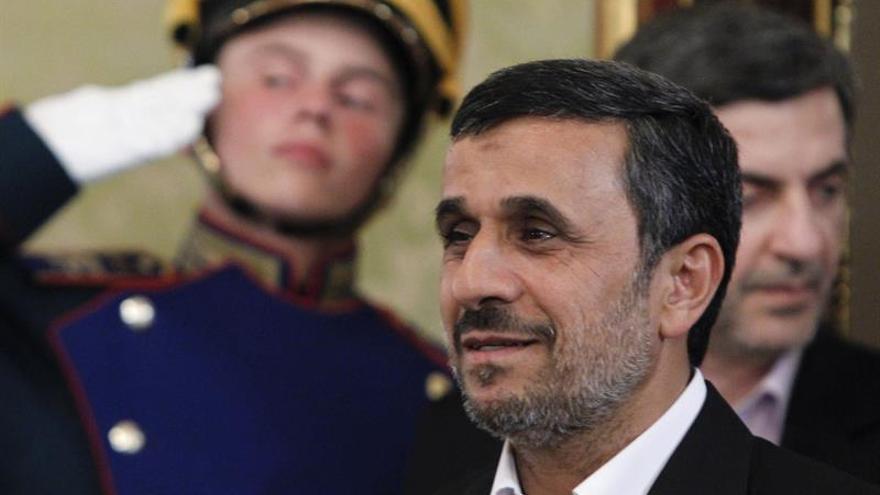 Jameneí pide a Ahmadineyad que no sea candidato a las elecciones presidenciales