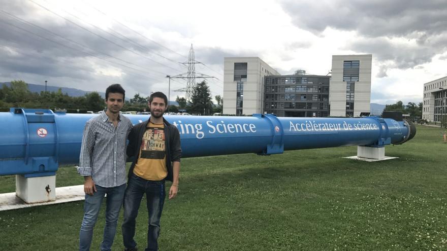 Javier y Fran en el acelerador de partículas
