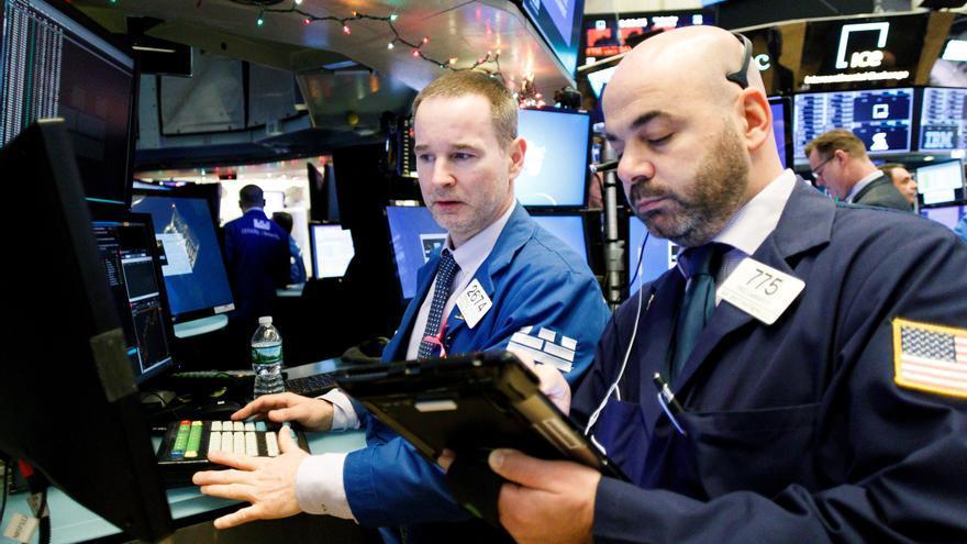 Wall Street cierra mixto lastrado por tecnológicas, pero el Dow sube el 0,06 %