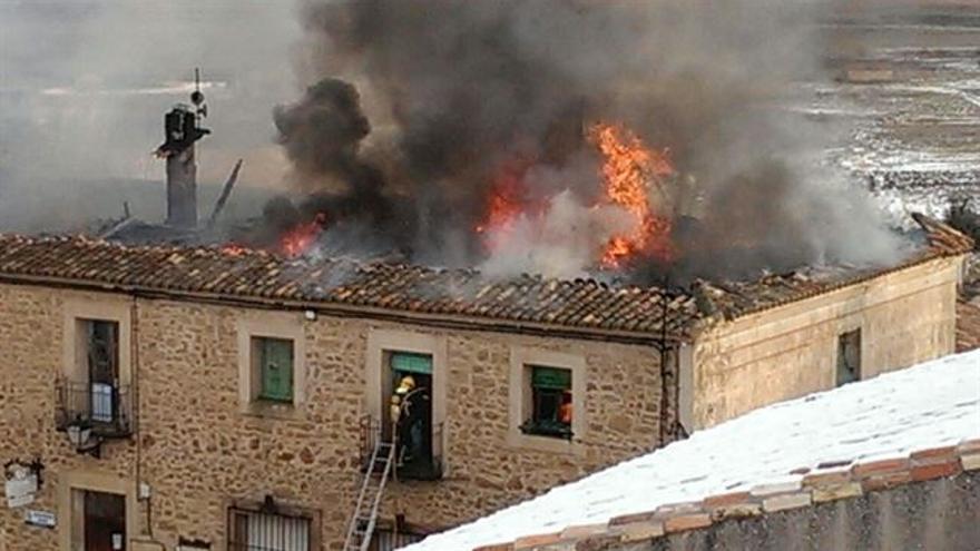 Casa Consistorial de Palazuelos (Guadalajara) en llamas / Foto: Europa Press