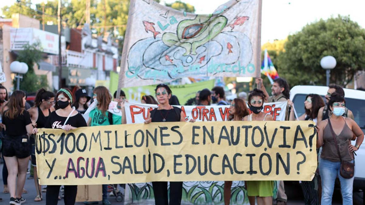 Protesta contra la construcción de al Autovía de Punilla en Córdoba. Hoy comienza la audiencia pública.