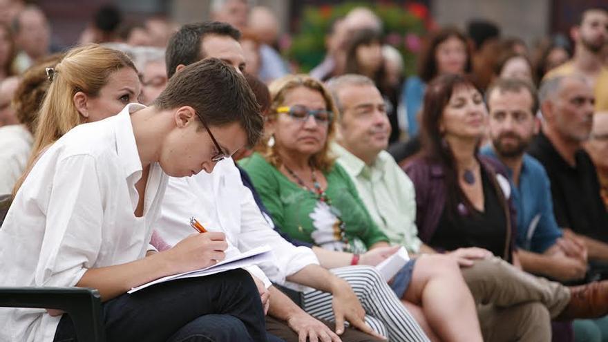 Iñigo Errejón, acompañado de destacados miembros de Podemos en Canarias. (ALEJANDRO RAMOS)