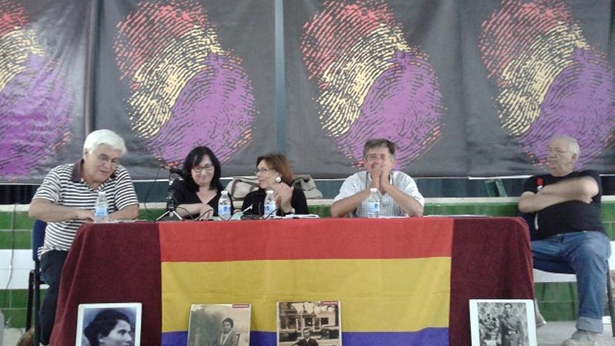 La plataforma andaluza de apoyo a la querella argentina solicita al Parlamento que participe en la causa contra los crímenes de la dictadura.