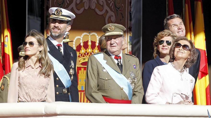 LOS REYES DE ESPAÑA JUAN CARLOS I Y SOFIA DE GRECIA , LOS PRINCIPES DE ASTURIAS FELIPE DE BORBON Y LETIZIA ORTIZ Y LOS DUQUES DE PALMA LA INFANTA CRISTINA DE BORBON E IÑAKI URDANGARIN DURANTE EL DESFILE MILITAR CON MOTIVO DEL DIA DE LA HISPANIDAD 2010. 12/10/2010.