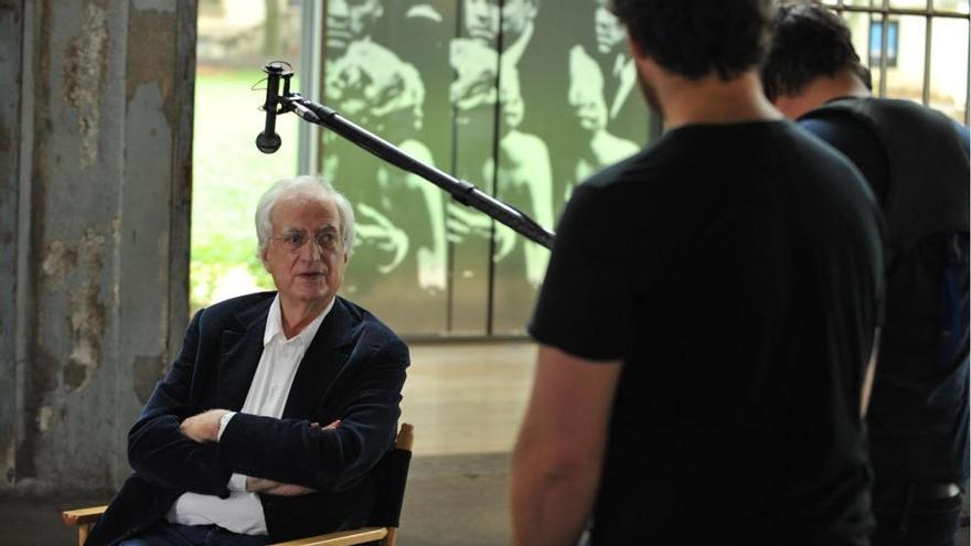 Bertrand Tavernier durante el rodaje de 'Las películas de mi vida'