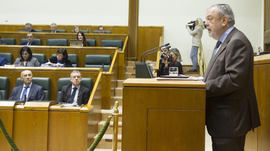 El consejero, Pedro Azpiazu, este lunes en el Parlamento