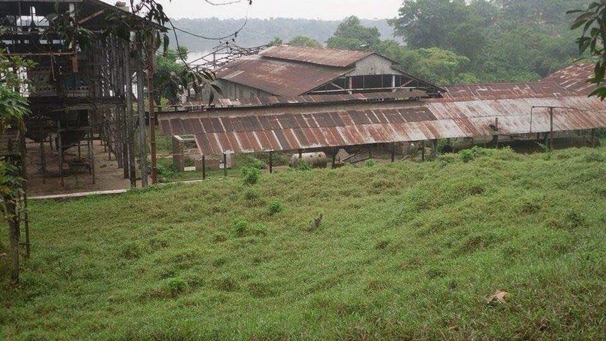 Fábrica de Unilever de Lokumete a 25 km de Lokutu en el río Congo (a 276 km de Kisangani, RDC)