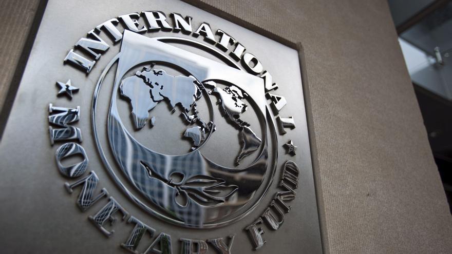 El FMI baja al 1,5 por ciento la caída del PIB español en 2012 y sube al 1,3 por ciento en 2013
