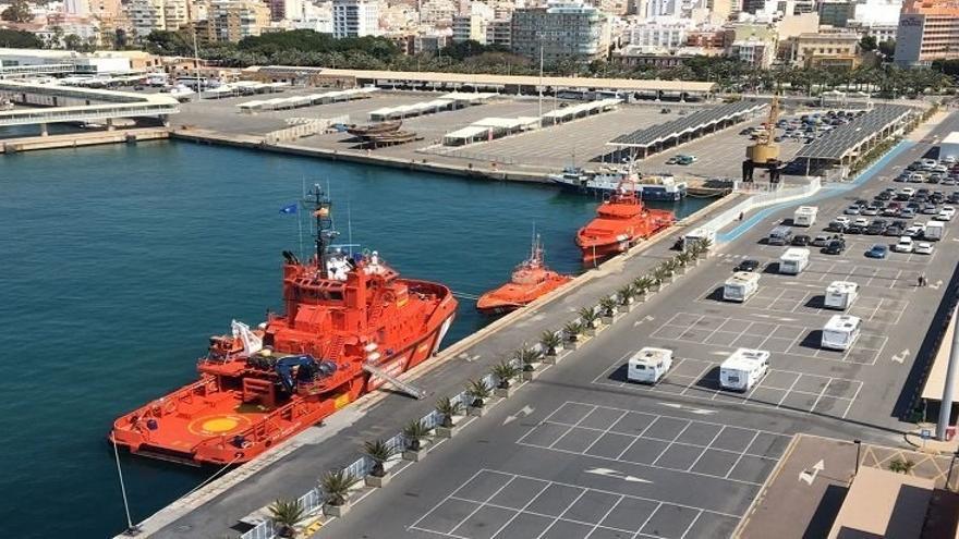 Se elevan a 39 los rescatados en el mar de Alborán mientras Marruecos se encarga de la patera con 45