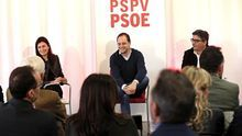 Los secretarios de Organización del PSOE y del PSPV, César Luena (i) y Alfred Boix (d)