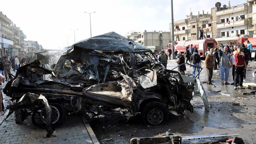 Los atentados fueron perpetrados con dos vehículos cargados de explosivos, en el barrio Al Zahraa, de mayoría alauí, un minoritario credo chií al que pertenece el presidente sirio, Bachar Al Asad.