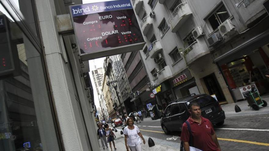Argentina autoriza compras de dólares para ahorro por 100 millones en dos días