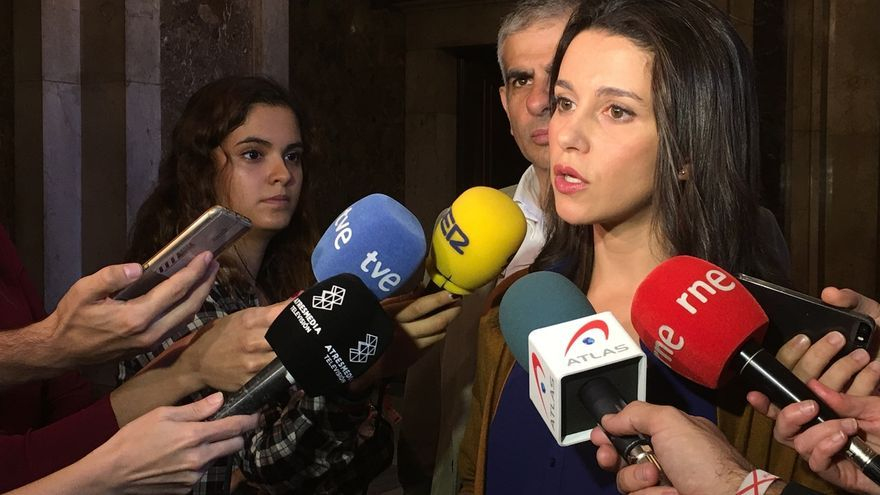 Arrimadas cree que sería bueno que Rajoy se reúna con Rivera para hablar de Cataluña