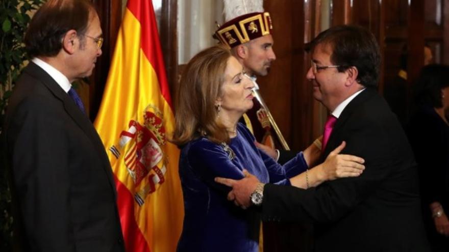 El presidente de la Junta de Extremadura, Guillermo Fernández Vara, con la presidenta del Congreso, Ana Pastor