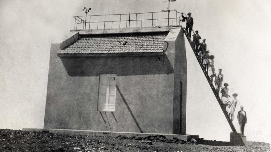 Imagen antigua de la estación localizada en las cumbres de Tenerife