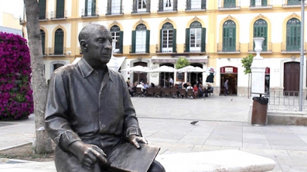 Picasso en la plaza de la Merced.