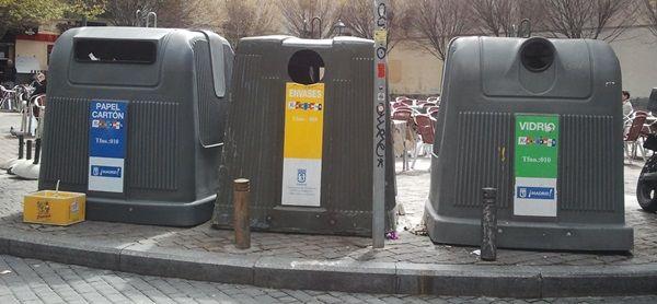 Contenedores en la plaza de San Ildefonso