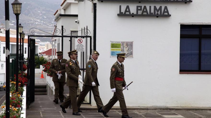En la imagen, cuatro militares, este sábado, en el acuartelamiento de El Fuerte. Foto: NOVAFOTO.