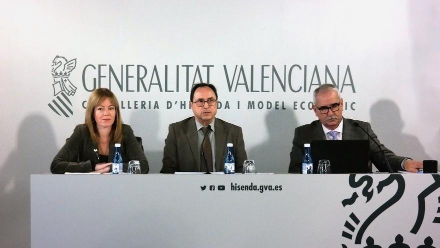 La secretaria autonómica Clara Ferrando, el conseller Vicent Soler y el director general Vicente Aguiló en rueda de prensa