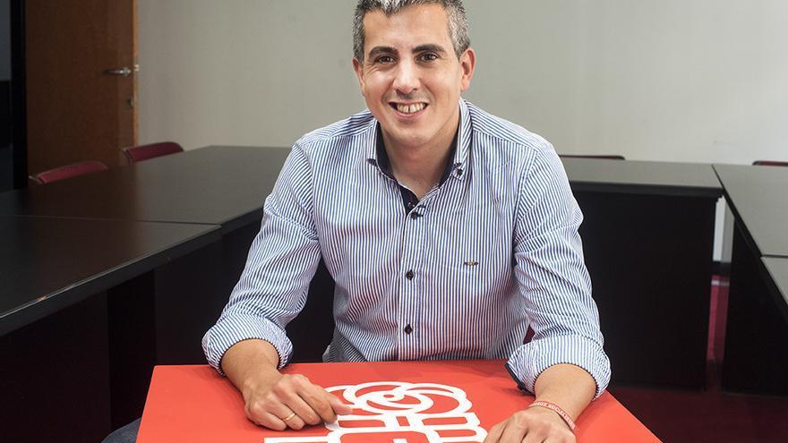 Pablo Zuloaga posa para entrevista con eldiario.es tras ser elegido secretario general del PSOE. | J.G. SASTRE